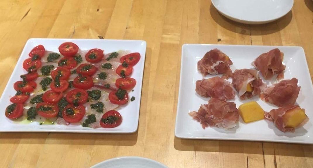 左が鯛のバジルソース、右が柿の生ハム巻き